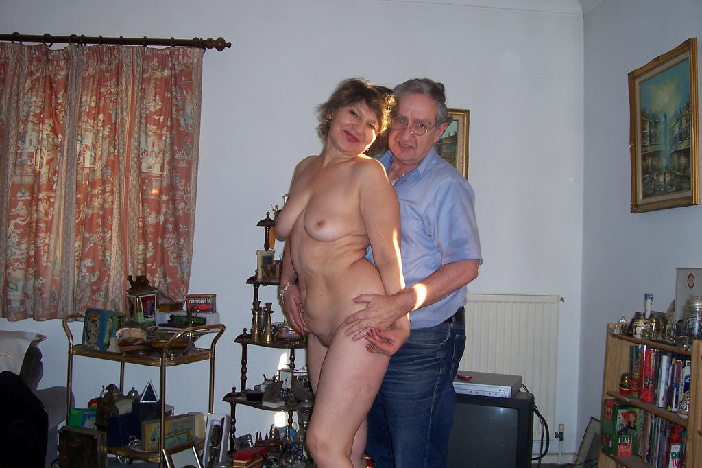 Mature tries posing nude for friends
