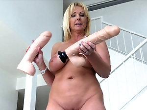 Wife shows wet pussy