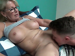 Mature pussy fucks young porn
