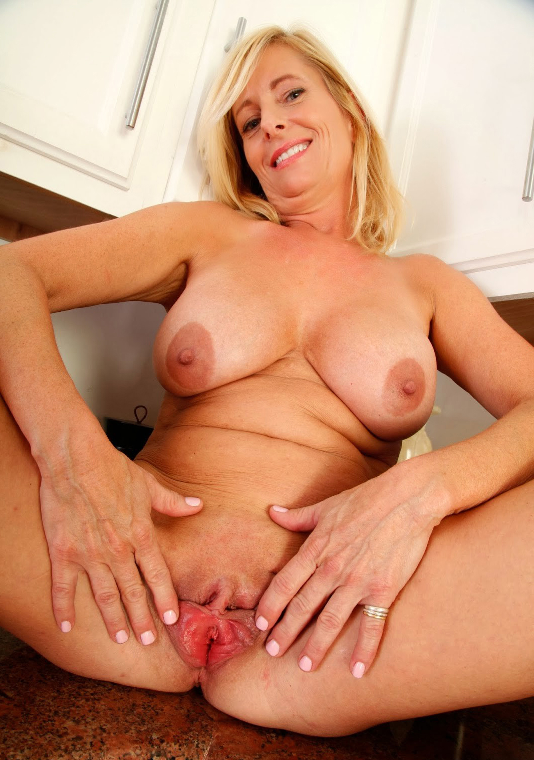 Mature over 40 pussy